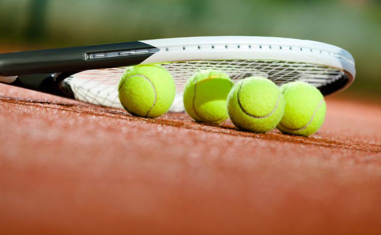 Tennis Racket with 4 tennis balls